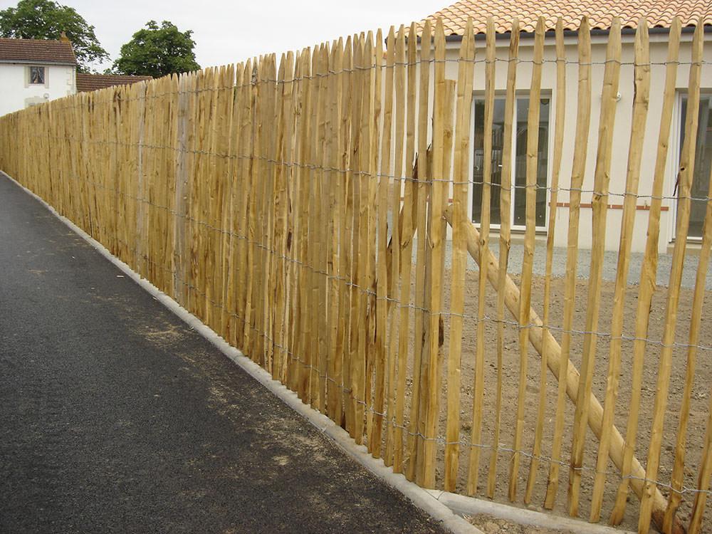 Cr ation et entretien d espaces verts par la sarl baron for Cloture chataignier en rouleau ganivelle