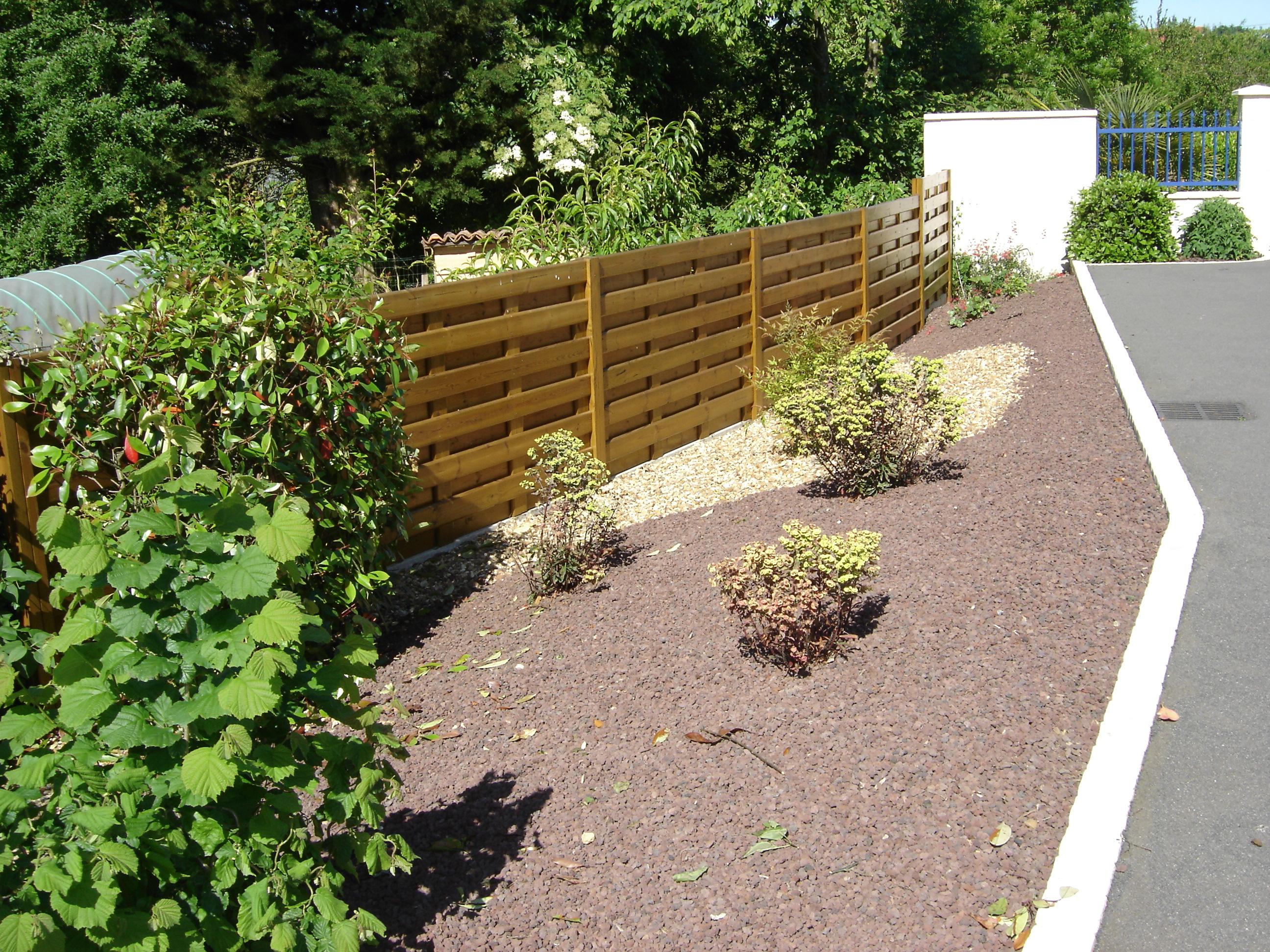 Création et entretien d'espaces verts par la SARL Baron  ~ Cloture Panneaux Bois